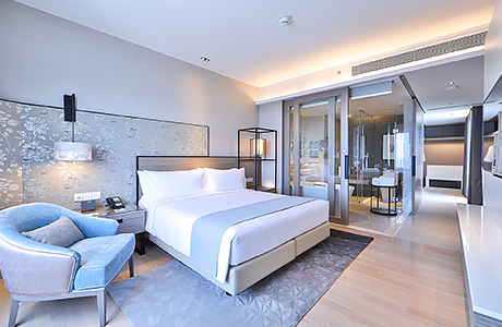Deluxe Suite Room at HolidayInn Rayong