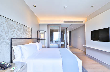 Deluxe Corner Suite at HolidayInn Rayong